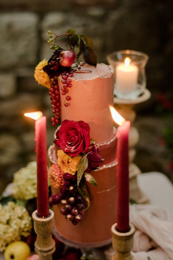 tuscan wedding cake detail